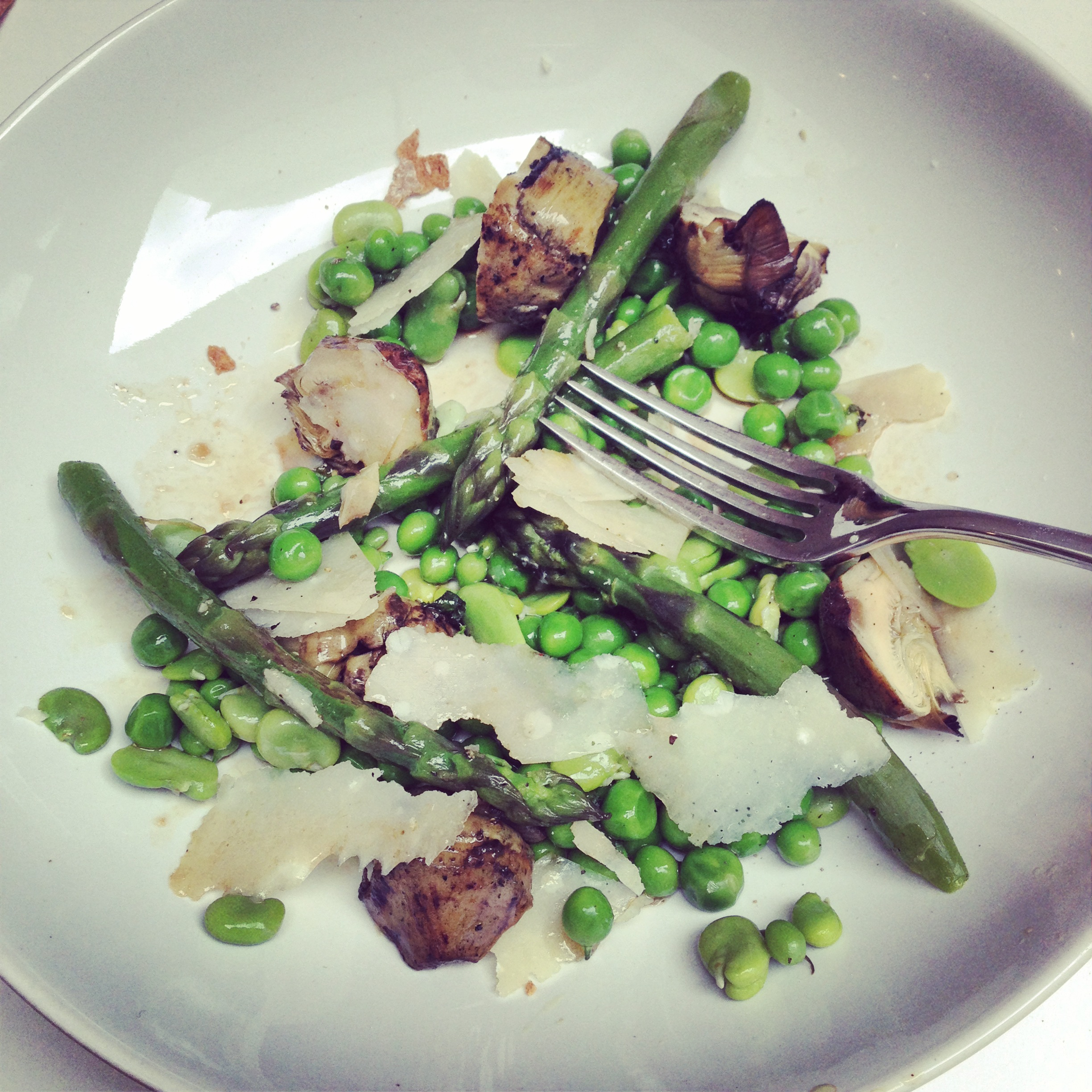Salad of asparagus, artichoke, peas, beans and pecorino